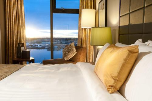 Club King Room with Water View