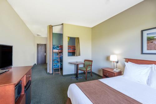 Super 8 by Wyndham Windsor NS - Hotel - Windsor