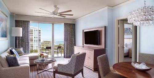 1 Bedroom Executive Suite, 1 King, Sofa bed, Balcony