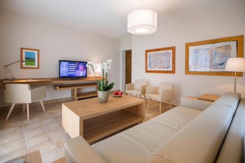 Фото отеля Villa Delta Suites House