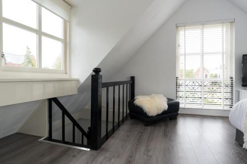 Idyllic Sloten apartment photo 2