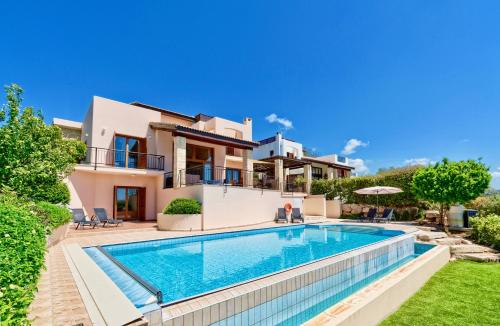 . 4 bedroom Villa Helidoni with private infinity pool, Aphrodite Hills Resort