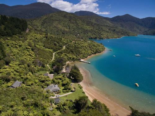 Accommodation in Endeavour Inlet