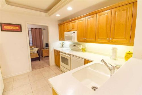 Bella Lago 123 - Two Bedroom Condominium - Fort Myers Beach, FL 33931