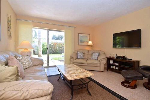 Jamaica Royale 101 - Two Bedroom Condominium