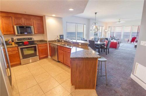 Sanibel 702 - Three Bedroom Condominium