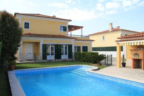 . Spacious Villa in Azeitão (with private pool)