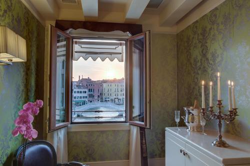 Dorsoduro 3499, Venice, 30123.