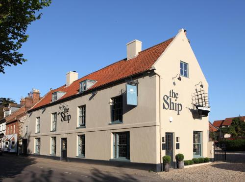 __{offers.Best_flights}__ The Ship Hotel