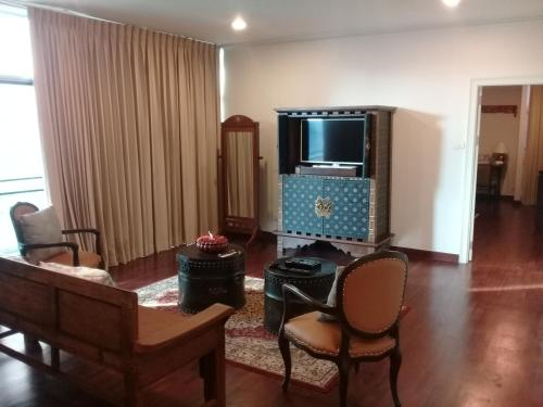 Samsen Suites/ 2 Br Suites for less photo 39