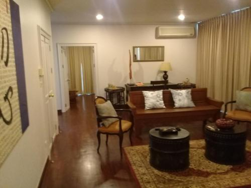 Samsen Suites/ 2 Br Suites for less photo 40