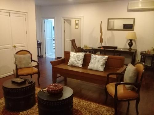 Samsen Suites/ 2 Br Suites for less photo 41