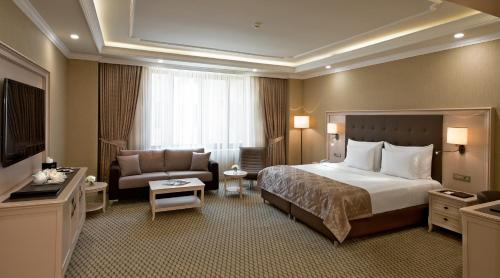 Suite with Business Package