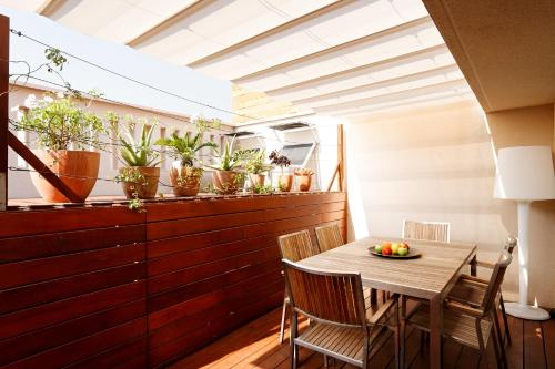Inside Barcelona Apartments Mercat photo 3