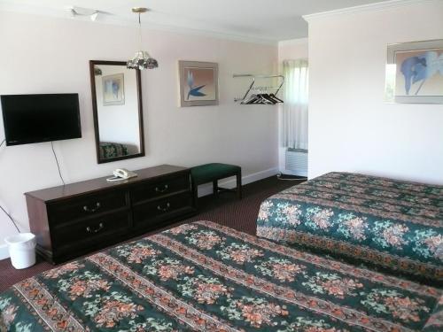 Spring Fountain Motel - Bucksport, ME 04416
