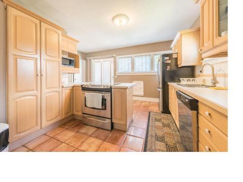 6 Bedroom House Inner City - Calgary, AB T2M 2Z1