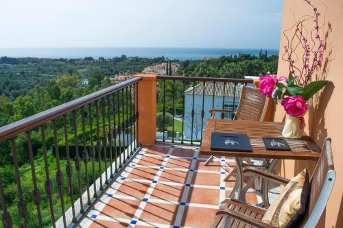 Habitación Doble Deluxe con terraza y vistas al mar The Marbella Heights Boutique Hotel 4