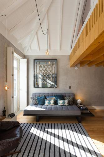 Gold & Grey Loft Almada, 4050-039 Porto