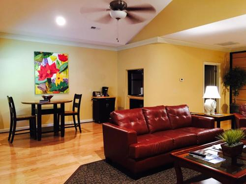 Southern Comfort Suites - Mayfield, KY 42066