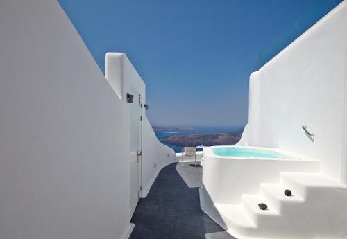 Imerovigli, Imerovigli, 84700, Santorini, Greece.