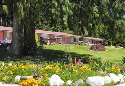 . Seaside Villa Motel & RV Park