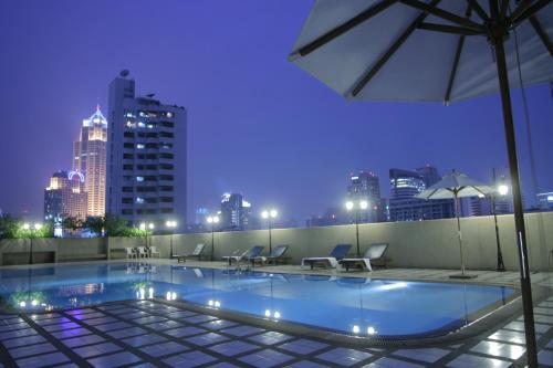 Omni Tower Sukhumvit Nana by Compass Hospitality photo 12