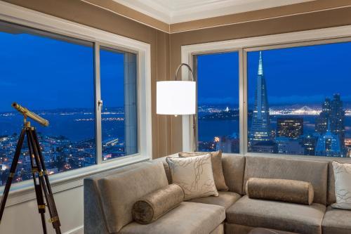 Fairmont San Francisco Фирменный люкс с диваном-кроватью, вид на залив