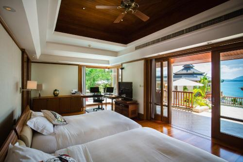 6-Bedroom Ocean Front Residence- Villa no.29