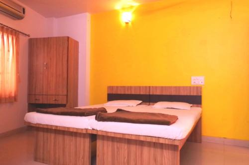 Deluxe Double Room with Extra Bed (AC)