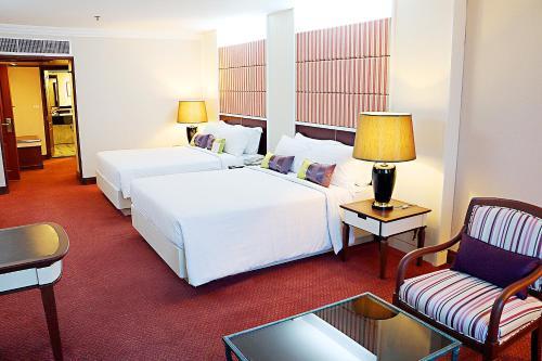 Golden Tulip Sovereign Hotel Bangkok стая снимки