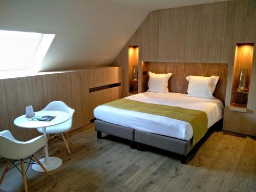 Flanders Hotel Клубный двухместный номер с 1 кроватью или 2 отдельными кроватями