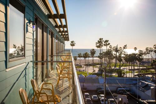1697 Pacific Avenue, Venice, 90291, Los Angeles, United States.