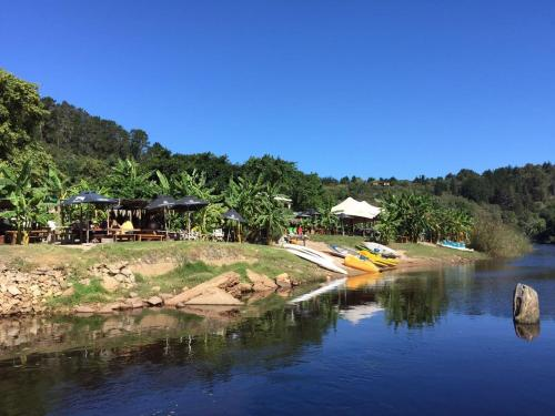 The Riverdeck Lodge And Backpackers