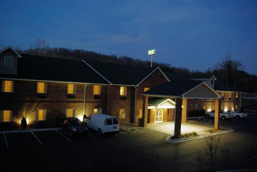 . Mountain Inn & Suites Airport - Hendersonville