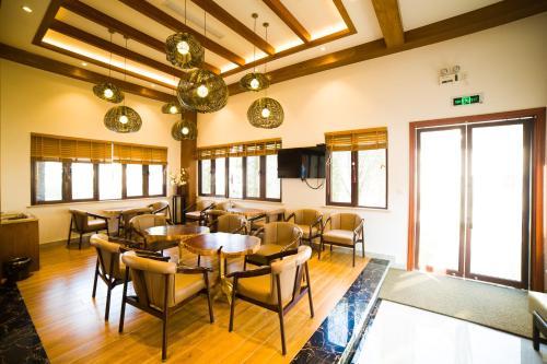 . Huanting Longmen Impression Holiday Hotel
