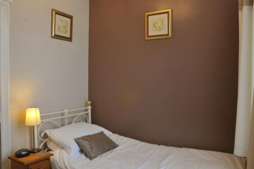 Dragon House Guest Accommodation - Photo 2 of 25