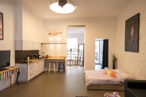 HotelGal's Studio