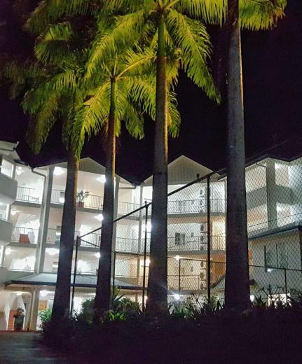 Cairns Golden Sands Beachfront Apartments