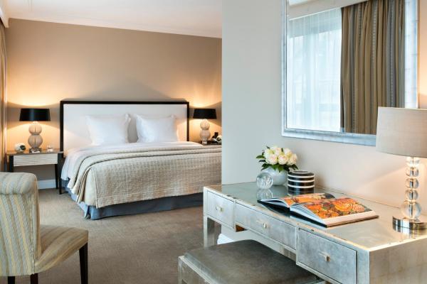 Warwick Champs-Elysees Hotel Paris