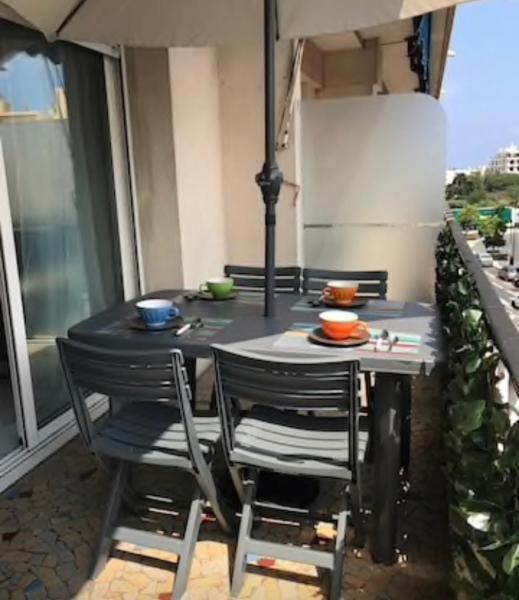 Apt + terrasse proche mer et gare Antibes