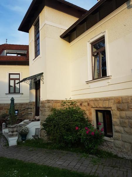 Stilvolle Wohnung in Jahrhundertwendevilla