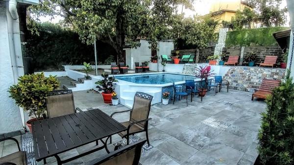 El Mirador Suites and Lounge