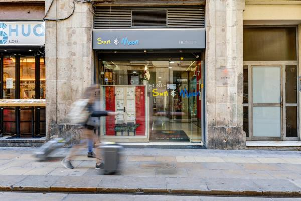 Sun & Moon Hostal Barcelona