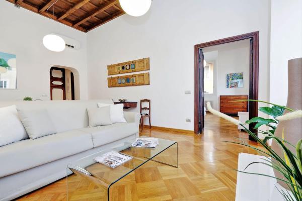 Giulia Charme - My Extra Home