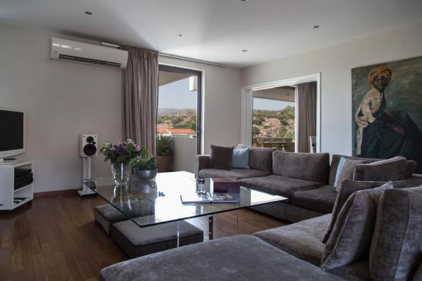 Vouliagmeni Deluxe Two Bedroom Flat