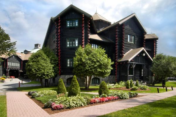 Fairmont Le Chateau Hotel Montebello (Canada)