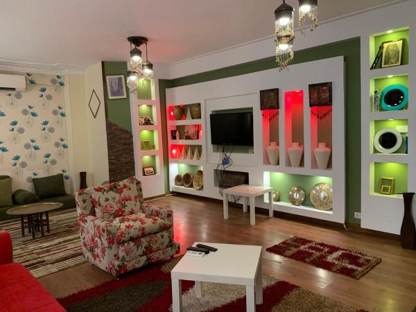 Six -Bedroom Duplex Apartment in Adn Street, Mohandeseen_1
