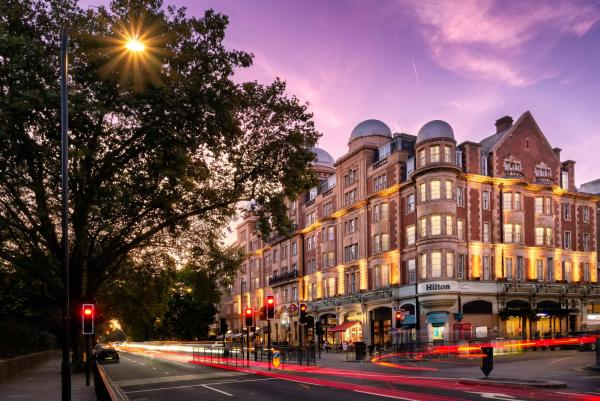 Hilton Hyde Park Bar and Restaurant Hotel London