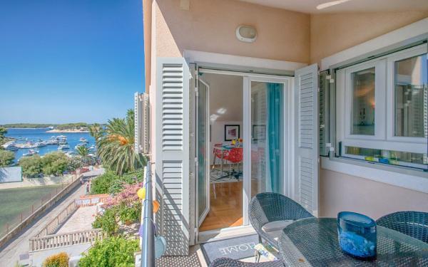 Seaside Harbourview Apartment