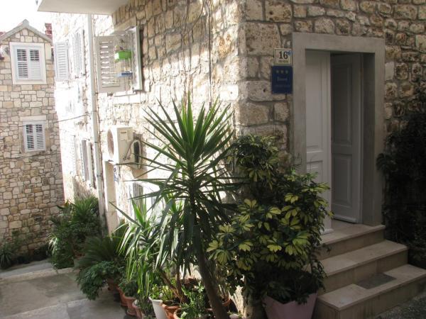 Apartments Ada Novak